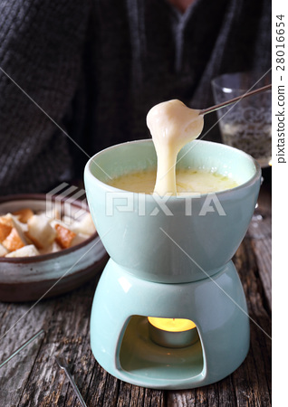 Cheese fondue with baguette and white wine 28016654