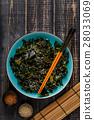 Wakame salad, raw seaweed, Japanese cuisine. 28033069