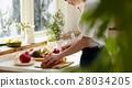 ผู้หญิงติดกับการทำอาหาร 28034205