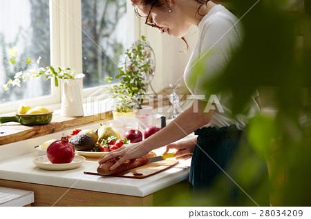 Women sticking to cooking 28034209