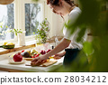 Women sticking to cooking 28034212