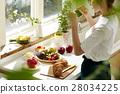 妇女坚持做饭 28034225