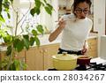 婦女堅持做飯 28034267