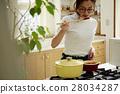 婦女堅持做飯 28034287
