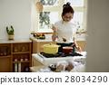 婦女堅持做飯 28034290