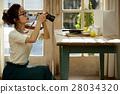 回家烹调盘子的妇女 28034320