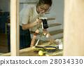 回家烹调盘子的妇女 28034330