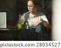 카페에서 보내는 여성 28034527