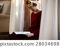 A woman reading 28034698