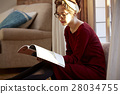 A woman reading 28034755