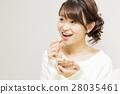 成熟的女人 一個年輕成年女性 女生 28035461