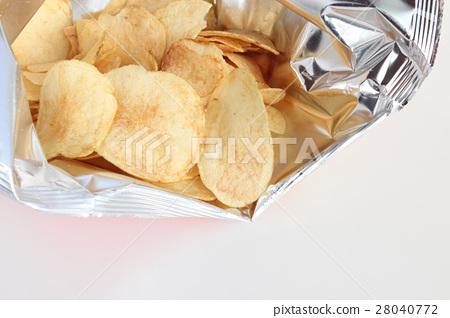 Potato chips 28040772