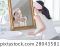치약하는 거울 너머의 쌩얼 20 대 여성 28043581