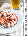 Grilled bacon skewers with chicken meat 28050068