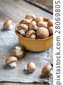 Bowl of brown champignon mushrooms 28069805