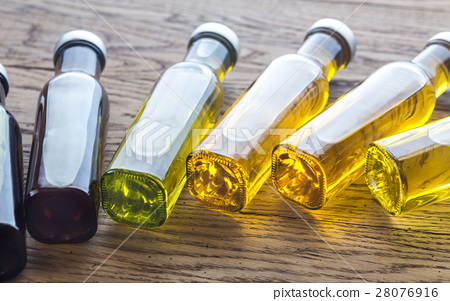 Bottles with different kinds of vegetable oil 28076916