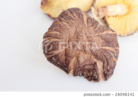 Dried shiitake mushrooms 28098142