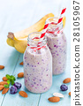 Banana and blueberry diet smoothie 28105967