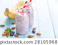 Banana and blueberry diet smoothie 28105968