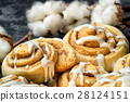 close up cinnamon rolls on the plate 28124151