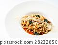 Spaghetti with tomato sauce 28232850