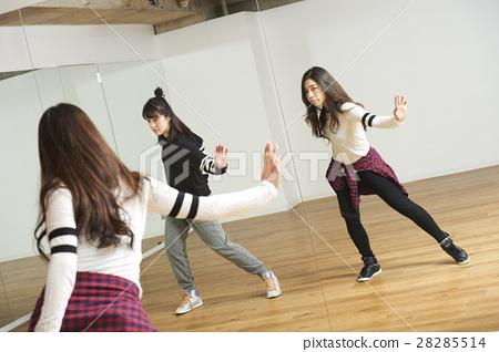 舞蹈學校 28285514