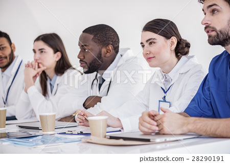 Outgoing doctors listening lecture at conference 28290191