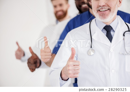Outgoing doctors showing all is okay 28290325
