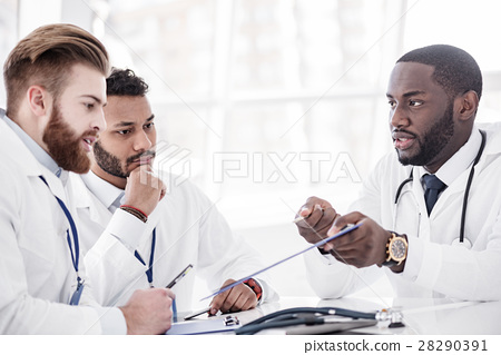 Calm doctors arguing during meeting in office 28290391