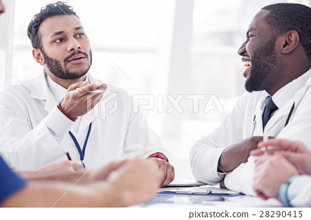 Outgoing physicians speaking in hospital room 28290415