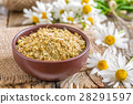 Dried and fresh chamomile flowers 28291597