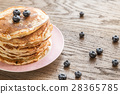 Pancakes with maple syrup and fresh blueberries 28365785