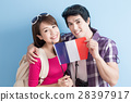 young couple go to travel 28397917