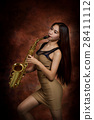 woman playing saxophone 28411112