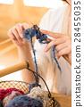 뜨개질을하는 여성 28455035
