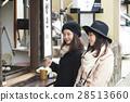 宮島烤牡蠣女性的旅程 28513660