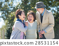 ชายและหญิงอาวุโสชาวญี่ปุ่นด้วยรอยยิ้ม 28531154
