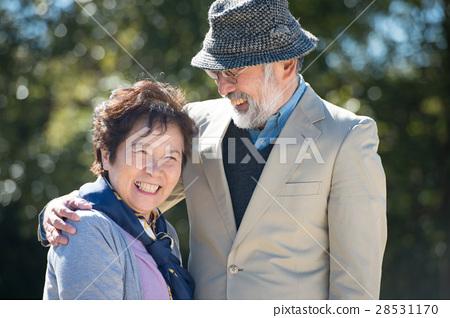 日本高级夫妇带着微笑 28531170