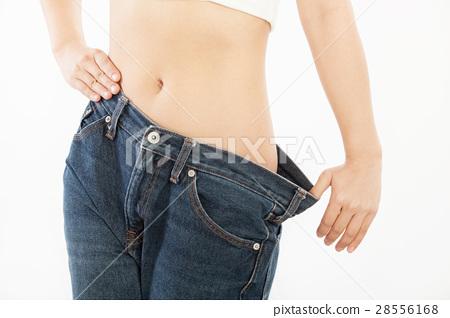 다이어트를하는 여성 28556168