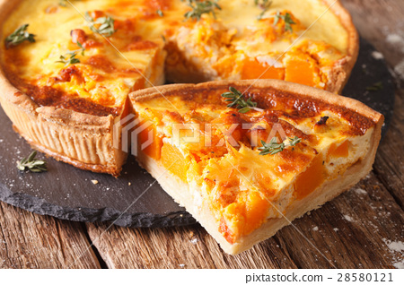 Quiche with pumpkin, cheese, chicken and herb 28580121