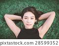 พักผ่อน,หญ้า,เพศหญิง 28599352