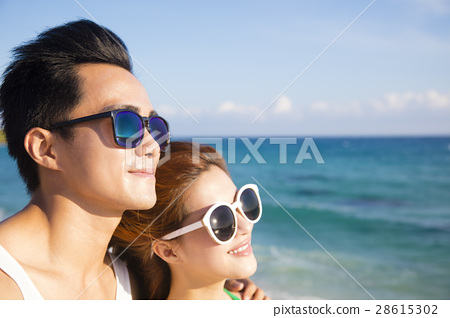 closeup Happy young Couple face  on the Beach 28615302