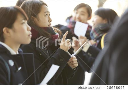 女性 高中生 考試結果公佈 28638043