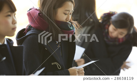 女性 高中生 考試結果公佈 28638119