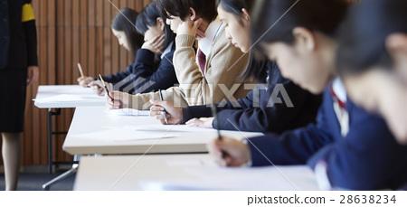 學生參加考試場地考試 28638234