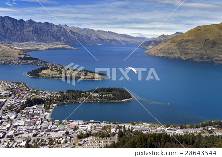Lake Wakatipu and Queenstown, New Zealand 28643544