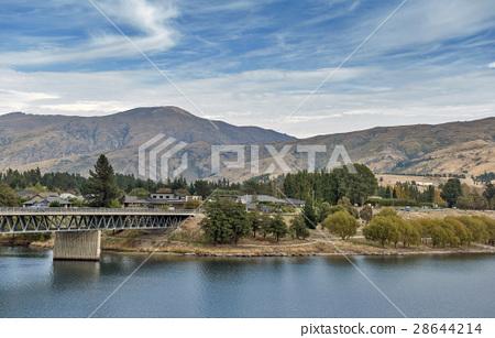 Kawarau River and Lake Duns, Cromwell, New Zealand 28644214