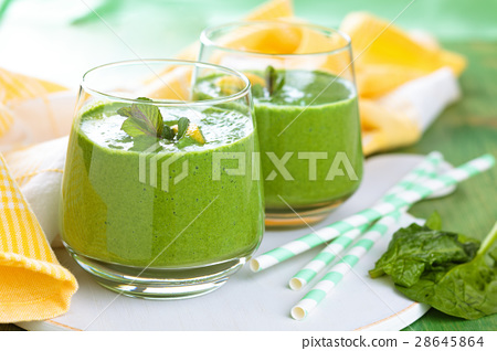Spinach smoothie  with mint. 28645864