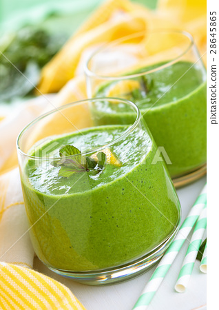 Spinach smoothie  with mint. 28645865