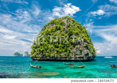 Beautiful uninhabited island in Thailand 28656675